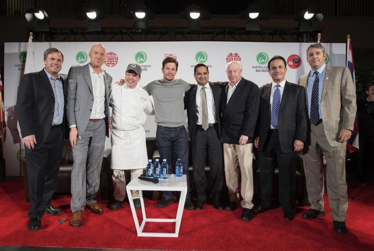 wahlburger-press-photo